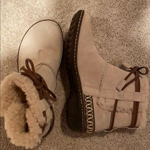 UGG snow boots - size 8